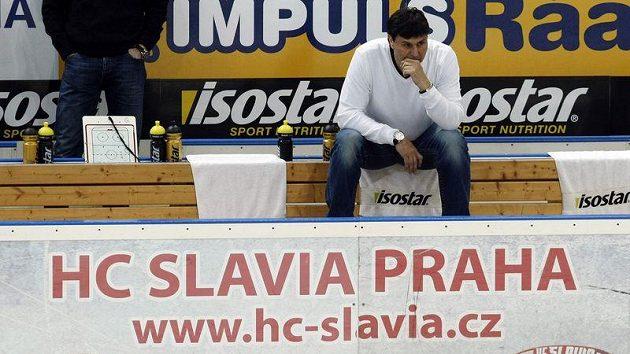 Divoký zápas zažil trenér Slavie Vladimír Růžička. Už ví, že letos o titul bojovat nebude.