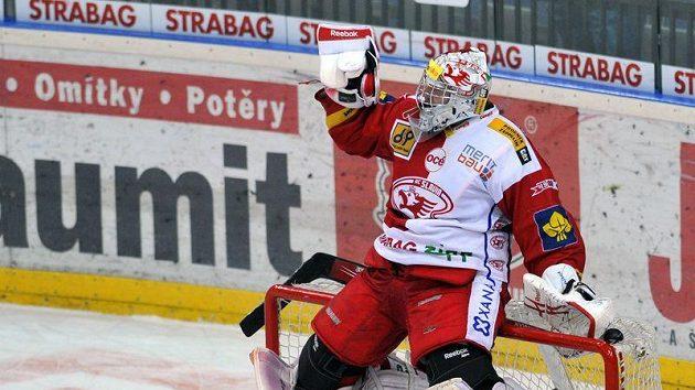 Brankař Slavie Miroslav Kopřiva se raduje po vítězném utkání s Mladou Boleslaví.