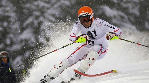 Bývalý profesionální Mathias Lanzinger je ve Flachau po amputaci nohy s protézou jako předjezdec.