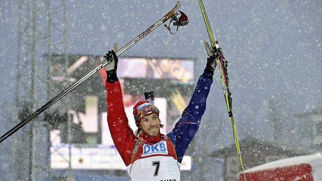 Český biatlonista Jaroslav Soukup se raduje ze třetího místa v Östersundu.