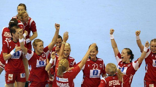 Norské házenkářky se radují z postupu do finále MS.
