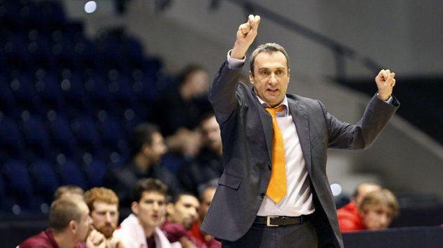 Trenér basketbalistů Nymburka Ronen Ginzburg u týmu končí.