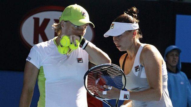 Ruské tenistky Světlana Kuzněcovová (vlevo) a Věra Zvonarevová na Australian Open.