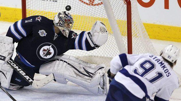 Ondřej Pavelec hájil čisté konto přesně 51 minut, pak ho překonal nejlepší střelec NHL Steven Stamkos.