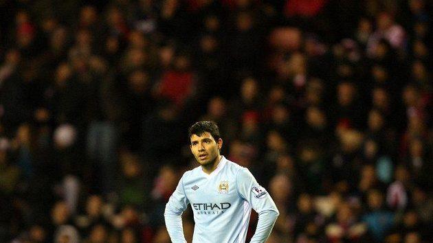 Zklamaný útočník Manchesteru City Sergio Agüero po porážce v Sunderlandu. On ani jeho spoluhráči nedokázali vstřelit gól.