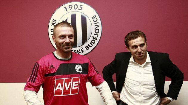 Tomáš Řepka už v dresu Českých Budějovic spolu se šéfem představenstva Karlem Poborským.