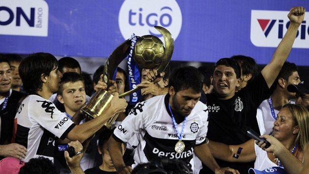 Fotbalisté Olimpie se radují z titulu.