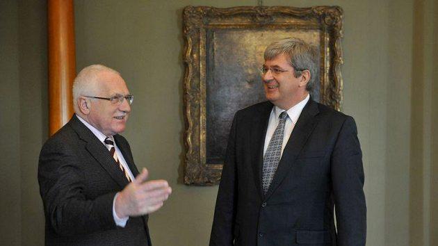 Prezident Václav Klaus (vlevo) přijal na Pražském hradě nového předsedu Českého svazu tělesné výchovy Miroslava Janstu.