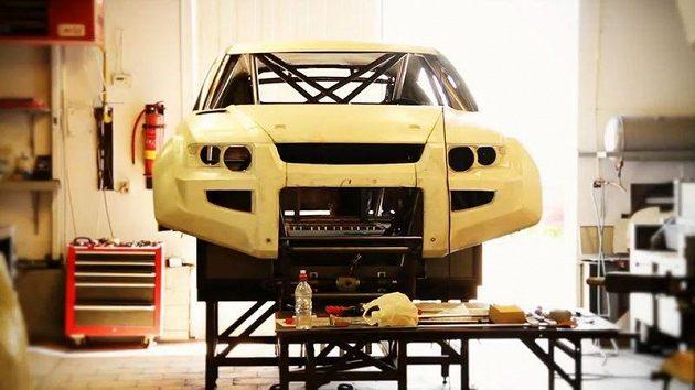 Prototyp vozu OSCar eO s čistě elektrickým pohonem určený pro Dakar 2012.