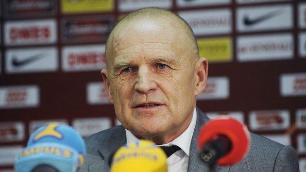 Jaroslav Hřebík před novináři