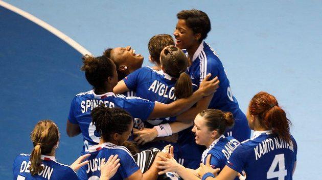 Házenkářky Francie se radují z postupu do finále mistrovství světa.
