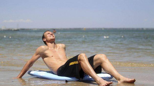 Tomáš Berdych si před zápasem s Nadalem užíval v Melbourne na pláži.
