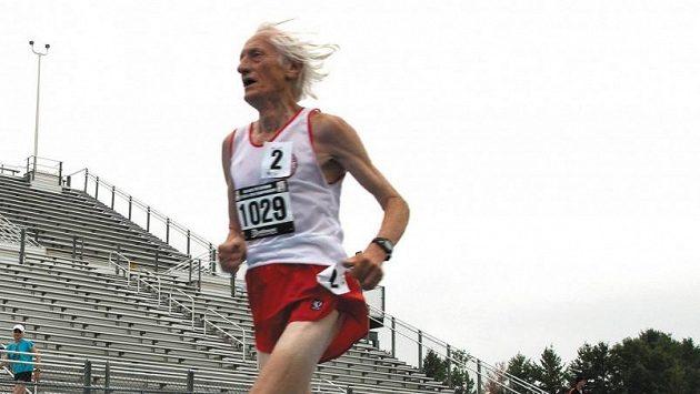 Ed Whitlock zaběhl světový rekord na půlmaratónské trati. Dosáhl na čas 01:50:47.