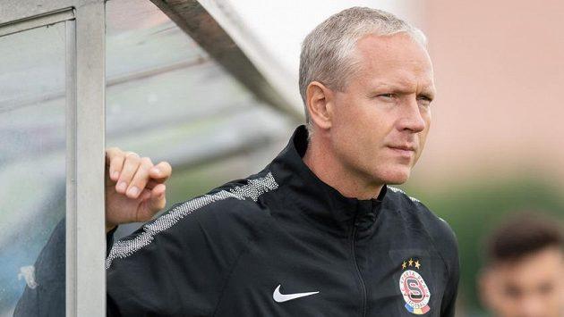 Trenér Václav Jílek na lavičce Sparty.