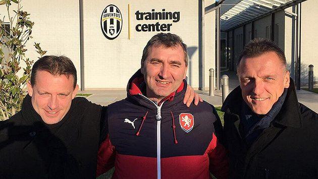 Martin Svědík (vlevo), Jan Suchopárek a Luboš Kozel (vpravo) v tréninkovém centru Juventusu Turín