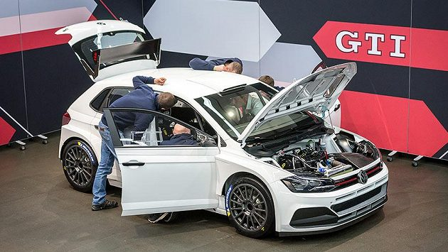 Volkswagen Polo R5, za jehož volantem byl při Pražském rallyesprintu Vojtěch Štajf.