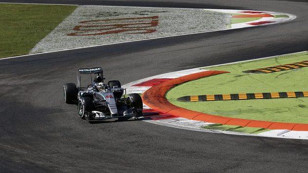 Britský pilot Lewis Hamilton během kvalifikace na Velkou cenu Itálie.