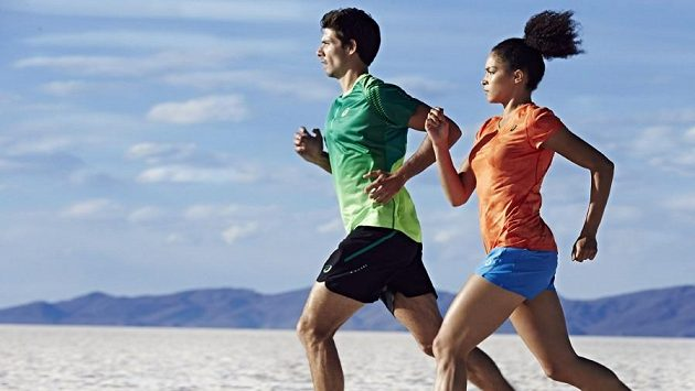Práce paží je jedním z klíčových faktorů úsporného běžeckého stylu.