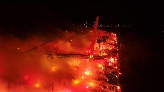 Fanoušci tureckého Göztepe oslavují 94. výročí vzniku sportovního klubu.