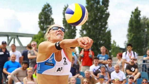 Beachvolejbalistka Michala Kvapilová.