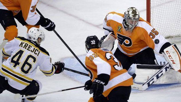 Ani gól Davida Krejčího Boston na ledě Flyers nezachránil.