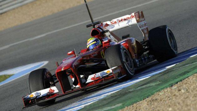 Felipe Massa s Ferrari F138 při testech v Jerezu.