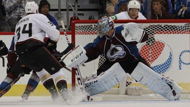 Hlavním hrdinou zápasu mezi Coloradem a Anaheimem byl brankář Semjon Varlamov.