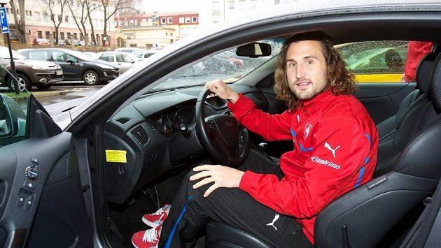 Petr Jiráček si při každém srazu reprezentace svůj oblíbený vůz pečlivě hlídá.