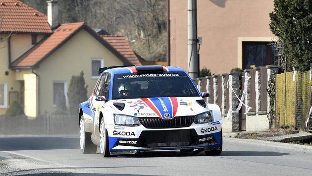 Jan Kopecký a navigátor Pavel Dresler s vozem Škoda Fabia R5 při Valašské rallye.