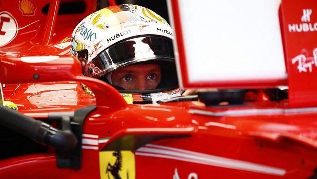 Sebastian Vettel ovládl v Mexiku kvalifikaci na nedělní závod.