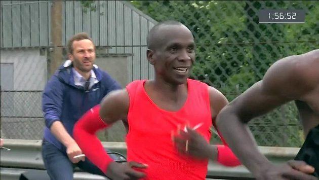 Tak úspěch, nebo ne? Nejrychlejší maraton světa, ale hranice dvou hodin nepadla.