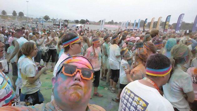 Derek Michtel a Color Run. Zábavy bylo dost, tak zpátky běhat.