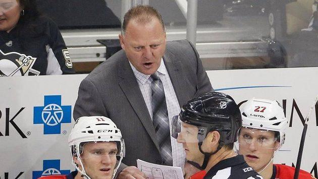 Trenér hokejistů Floridy Gerard Gallant v zápase NHL proti Pittsburgu.