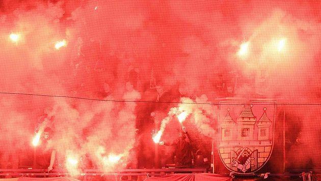 Sparťanští fanoušci při utkání s Plzní.