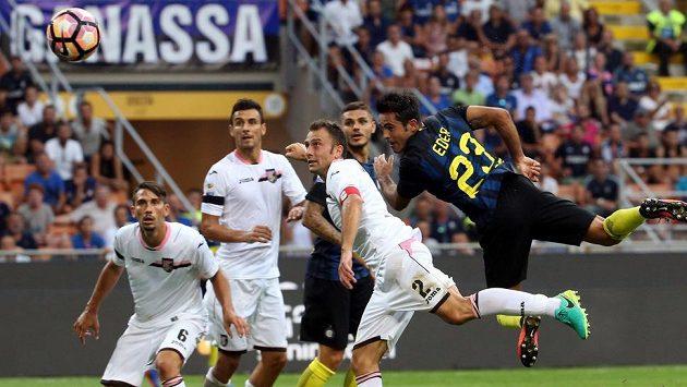 Fotbalisty Palerma (v bílém) už nepovede Davide Ballardini.