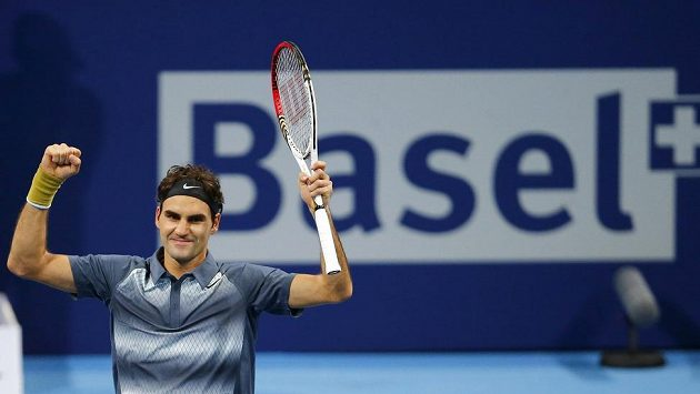 Švýcarský tenista Roger Federer se raduje z postupu do finále turnaje v Basileji.