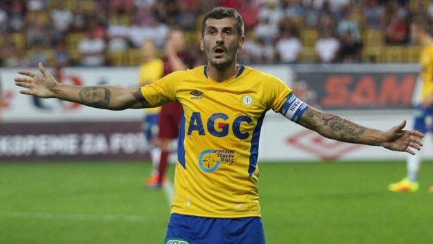 Teplický záložník Admir Ljevakovič je velkým sběratelem žlutých karet.