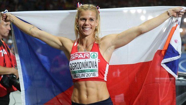 Stříbrná Nikola Ogrodníková po finále ME v Berlíně.