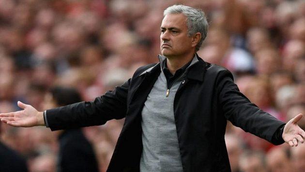 José Mourinho v pozápasovém studiu po utkání Manchester United - Chelsea kritizoval hráče Blues (ilustrační foto).