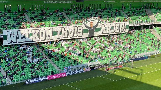 Návrat slavného nizozemského záložníka Arjena Robbena k fotbalu a do sestavy Groningenu skončil po necelé půlhodině zraněním.