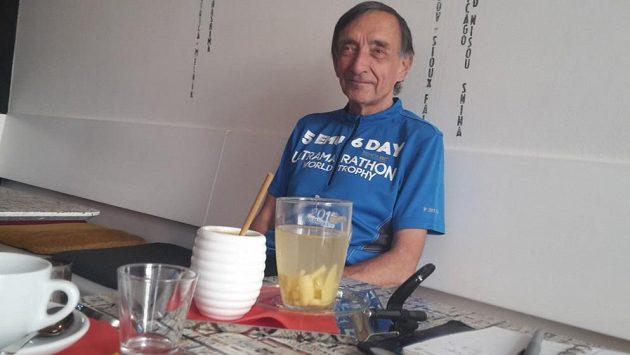 Štefan Krč, spokojený důchodce závodící za Klub letmých houbařů Krč.