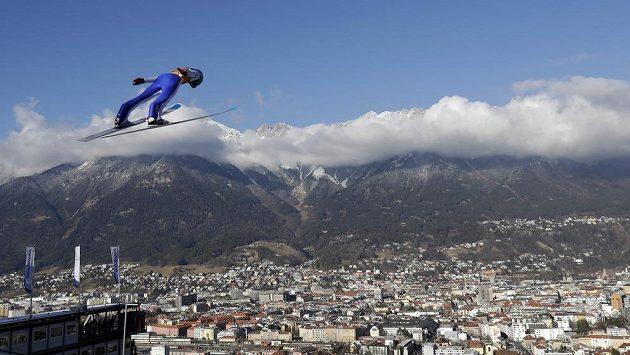 Slovinec Domen Prevc v kvalifikaci na závod Turné čtyř můstků v Innsbrucku.