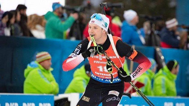 Norský biatlonista Vetle Saastad Christiansen je po operaci zraněného kolena.