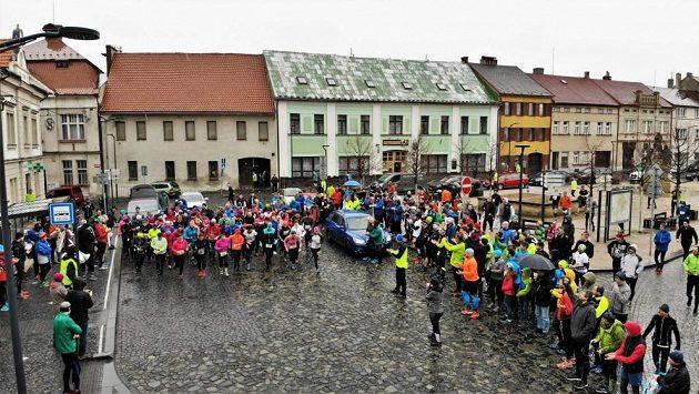 Borecký půlmaraton Kokořínskem ‒ mšenský start.