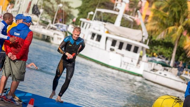 Petr Vabroušek je na zemi, ve vodě i ve vzduchu jako doma.