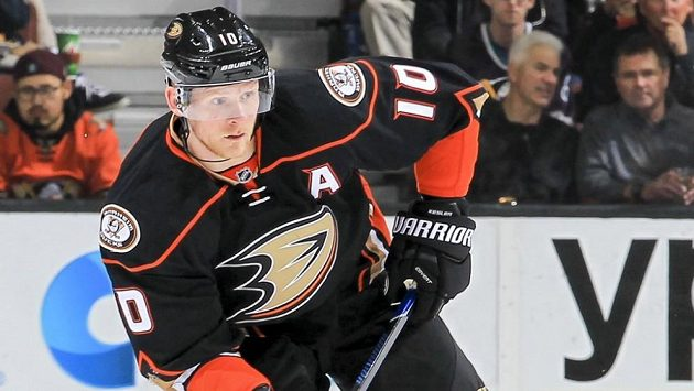 Posilou hokejistů Tampy Bay se stal zkušený kanadský útočník Corey Perry. Na archivním snímku z doby, kdy hrál za Anaheim Ducks.