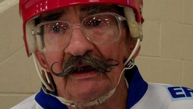 Marku Sertichovi je 96 let a stále hraje hokej. Ten má tuhý kořínek.
