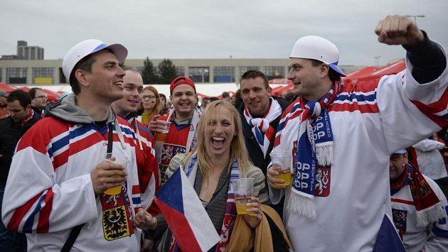 Fanoušci českého hokejového týmu.