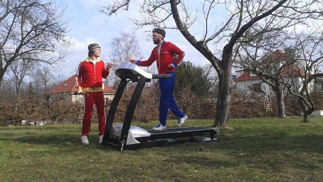 Tata Bojs trénují na Noční běh pro Světlušku. Nic se nesmí podcenit.
