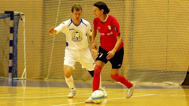 Futsalista Michal Mareš (vpravo).